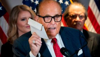 Rudy Giuliani, Situation embarrassante pour l'avocat de Trump en direct